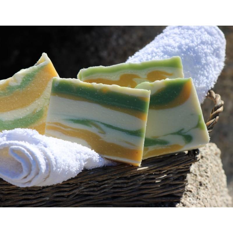 Savon naturel surgras aux huiles essentielles BIO d'Immortelle Corse pour peaux à problèmes, matures, dévitalisées, sensibles.